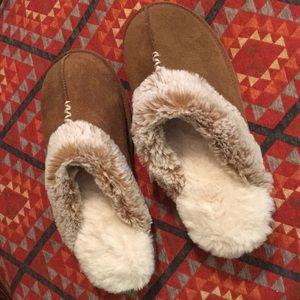Shoes - Fuzzy memory foam slippers ❤️